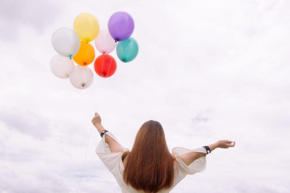 Žena a balónky